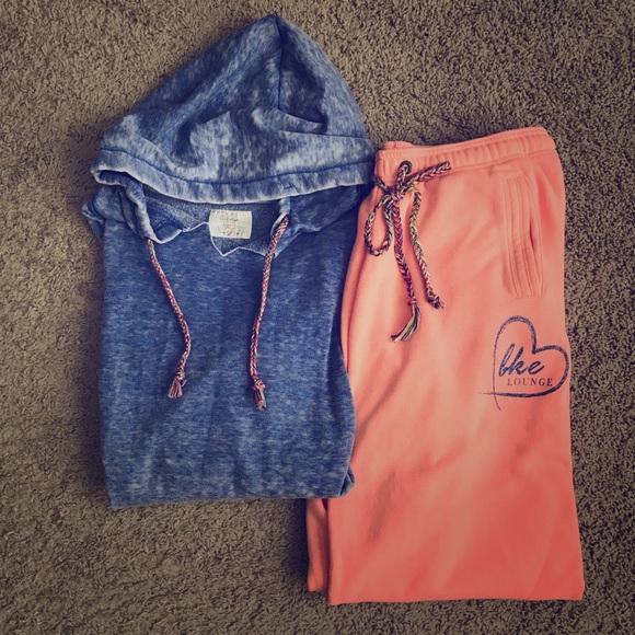 Sweatshirt BKE lounge Cropped Sweatshirt Size XS From the Buckle BKE NEW NWT